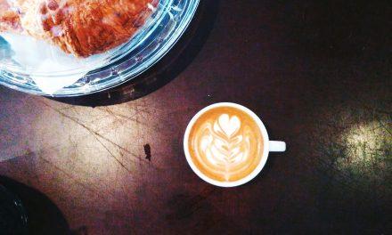 Gratis koffie van juffrouw Jannie of toch betalen voor een biologische ambachtelijke bak?